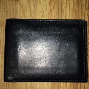 Bosca Essentials men's leather wallet